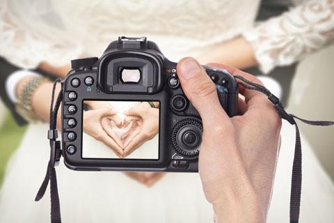 kamera w rękach kamerzysty